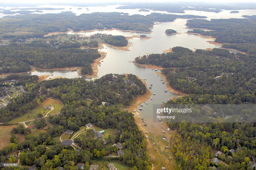 An aerial view of homes and boats along Atlanta's reservoir : News Photo