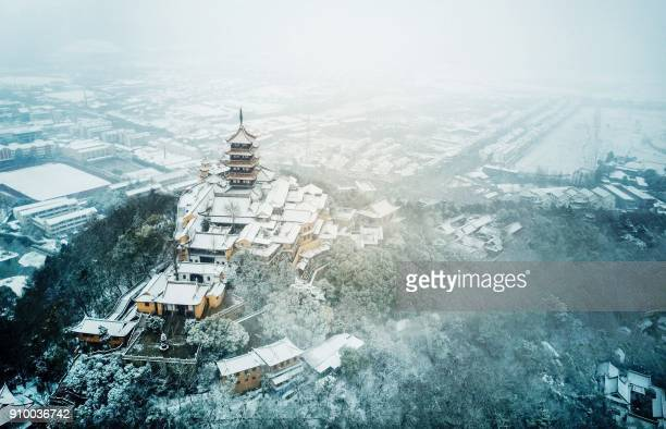 TOPSHOT An aerial view of Langshan Mountain after snowfall in Nantong in China's eastern Jiangsu province on January 25 2018 / AFP PHOTO / / China OUT