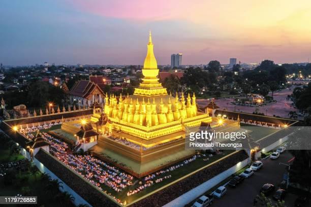 an aerial view of that luang, vientiane, laos - laos fotografías e imágenes de stock