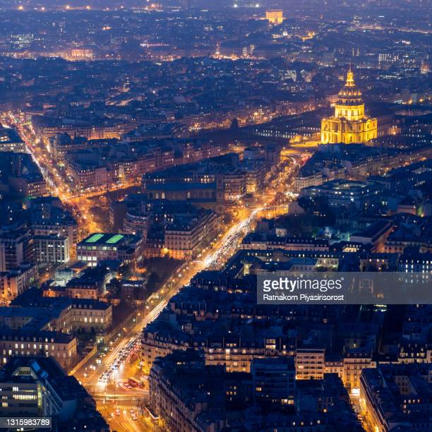 an aerial view of the city of paris, france at dusk - les invalides quarter stock pictures, royalty-free photos & images