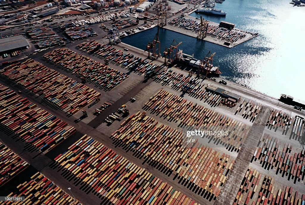 An aerial view of the container terminal in Piraeus taken in October 2009. Greece has told Chinese shipping giant Cosco that strikes which frequently cripple business in the country will not affect a 35-year port concession vital to its debt-hit economy, Cosco said Friday.Cosco chairman and CEO Wei Jiafu also said that local dockworkers would be employed in the expansion of container facilities at the main Greek port of Piraeus to counter local union fears of a big influx of foreign labour. AFP PHOTO / Yiorgos Christakis