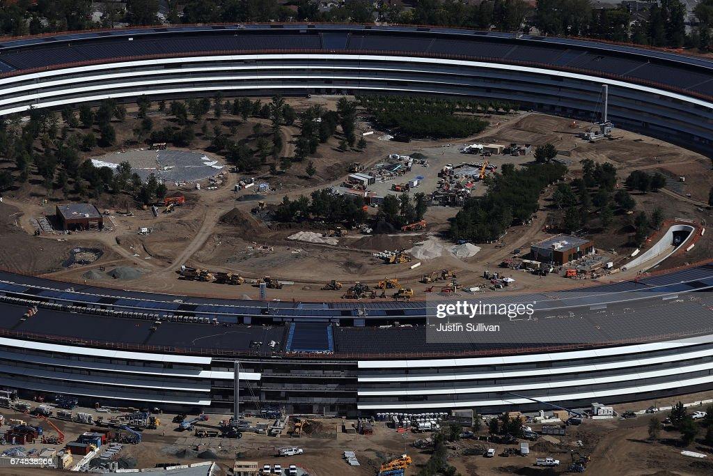 Apple's New Headquarters Near Completion : Foto di attualità