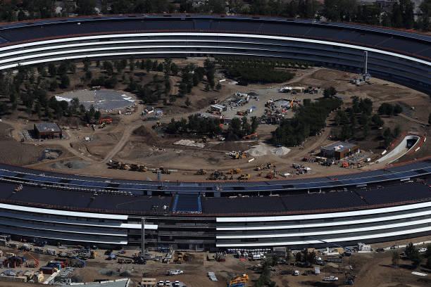 Photos et images de Apple's New Headquarters Near Completion
