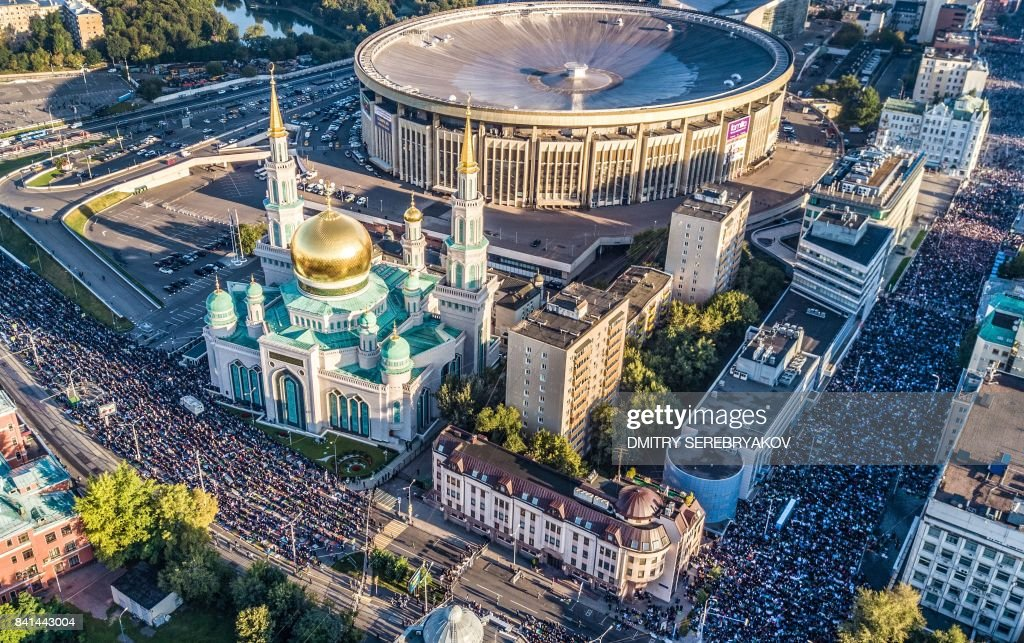 TOPSHOT - An aerial view taken with a drone shows members of Russia's Muslim community praying in a street outside the Central Mosque during Eid al-Adha (Feast of Sacrifice) celebrations in Moscow on September 1, 2017. Muslims across the world are celebrating the annual festival of Eid al-Adha, or the Festival of Sacrifice, which follows the annual pilgrimage to Mecca. It commemorates the willingness of biblical patriarch Abraham to sacrifice his son Ishmael and during the period Muslims distribute food to the poor. / AFP PHOTO / Dmitry SEREBRYAKOV