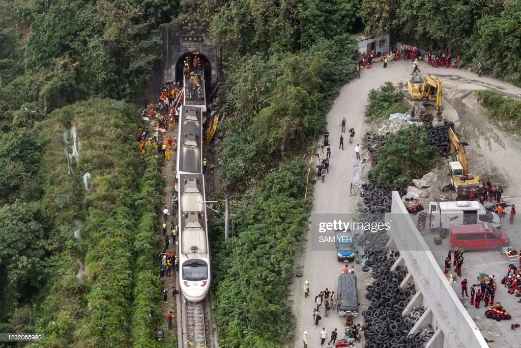 TAIWAN-TRAIN-ACCIDENT : News Photo