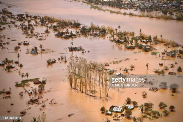 An aerial view shows the flooded plane surrounding Beira, central Mozambique, on March 20, 2019 after the passage of the cyclone Idai. -...