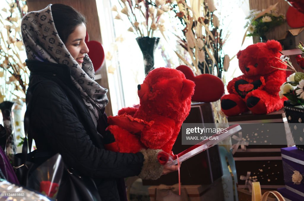 AFGHANISTAN-SOCIETY-VALENTINES : News Photo