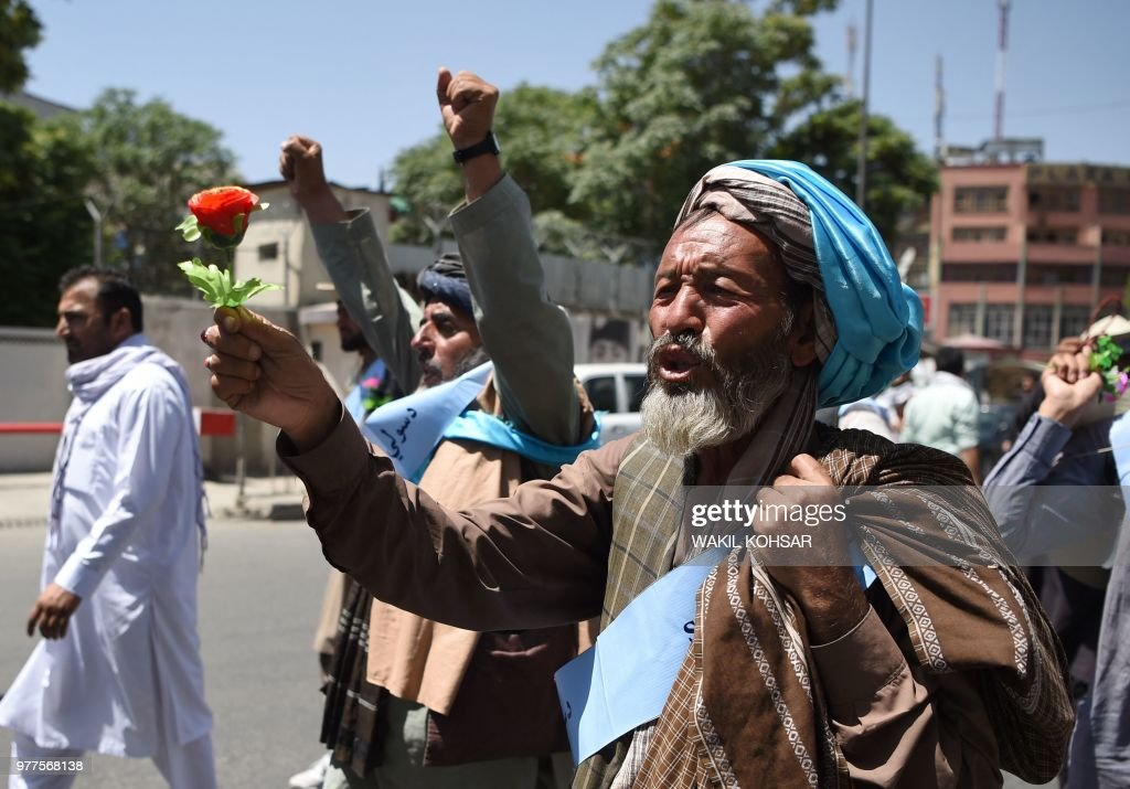 An Afghan peace activist shouts slogans in demand to an end to the war during a march from Helmand as he arrives in Kabul on June 18, 2018. - Dozens of peace protesters arrived in Kabul on June 18 after walking hundreds of kilometres across war-battered Afghanistan, as the Taliban ended an unprecedented ceasefire and resumed attacks in parts of the country.