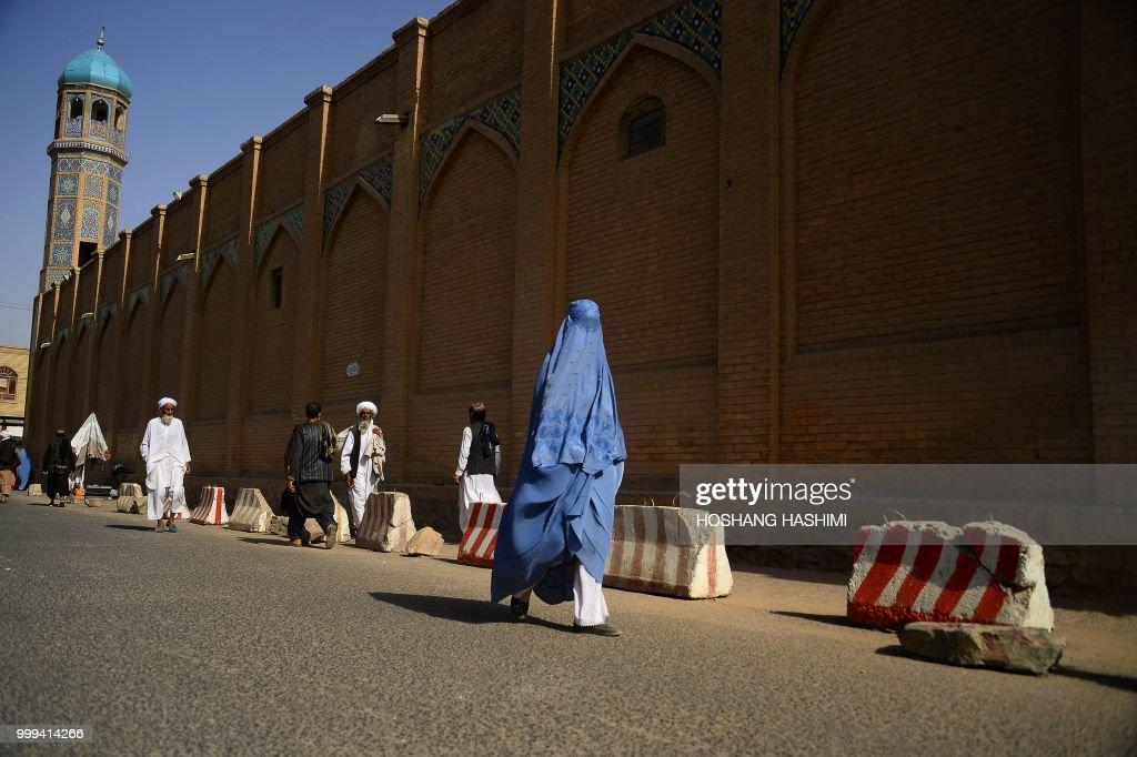 TOPSHOT-AFGHANISTAN-SOCIETY-PEOPLE : News Photo