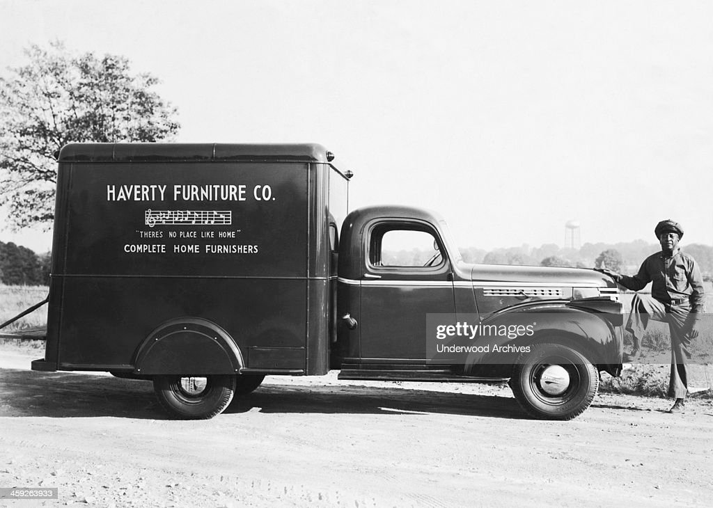Man With Delivery Truck : News Photo