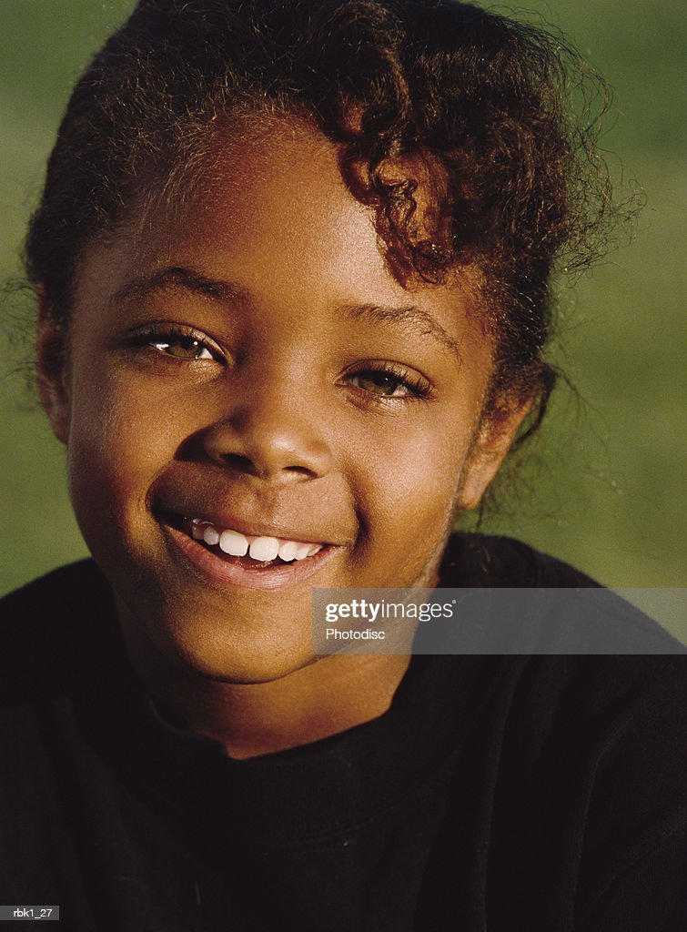 An african american young girl gives a sincere smile : Stockfoto