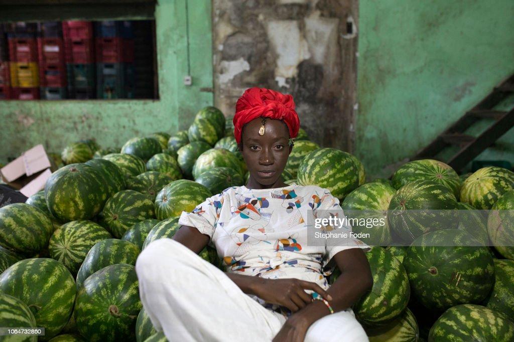An Afro-Brazilian woman visits the São Joaquim Market in Salvador. : Stock-Foto