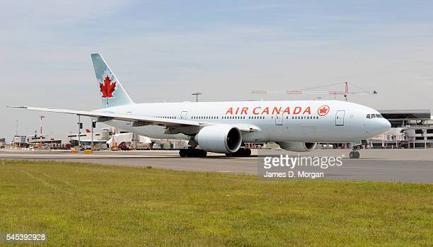 An Air Canada Boeing 777 lands on May 15 2009 in Sydney Australia The Air Canada Boeing 777 aircraft operates the only direct service between...