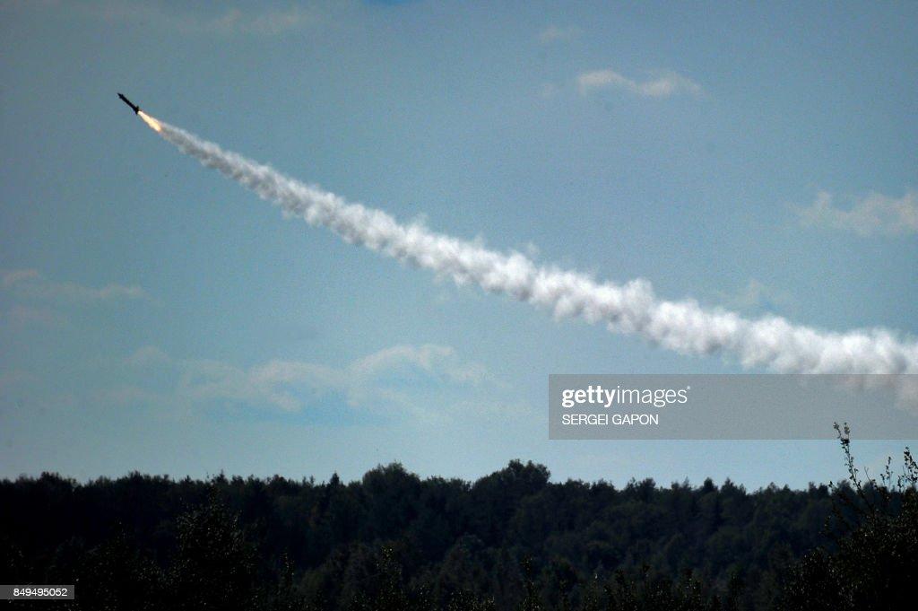 TOPSHOT-BELARUS-RUSSIA-DEFENCE-DRILLS : News Photo
