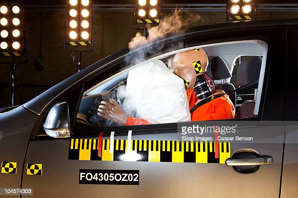 an airbag deploying during a crash test - airbag foto e immagini stock
