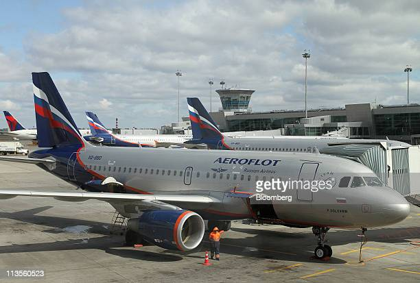 An Airbus A319 operated by OAO Aeroflot stands at Sheremetyevo airport in Moscow Russia on Tuesday May 3 2011 Credit Suisse Group AG and Troika...