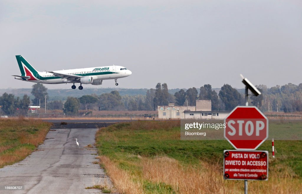 An Airbus A320-216 aircraft, operated by Alitalia SpA, prepares to land at Fiumicino airport in Rome, Italy, on Friday, Jan. 11, 2013. Former Italian Prime Minister Silvio Berlusconi's economic adviser said the European debt crisis has left his country's companies vulnerable to takeovers by foreign rivals and urged the government to prepare defences. Photographer: Alessia Pierdomenico/Bloomberg via Getty Images