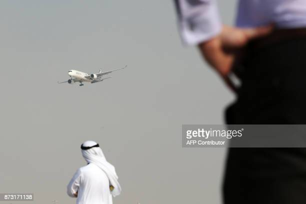 TOPSHOT An Airbus A350 performs a flight display during the Dubai Airshow on November 12 in the United Arab Emirates / AFP PHOTO / Karim SAHIB