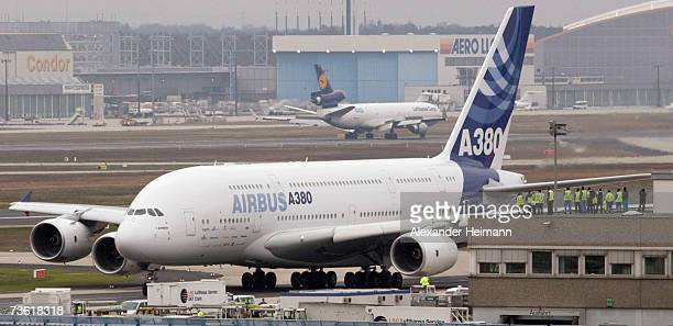 An Airbus A380, the world's largest commercial airliner approaches the runway as it arrives from Toulouse on March 17, 2007 in Frankfurt, Germany. On...
