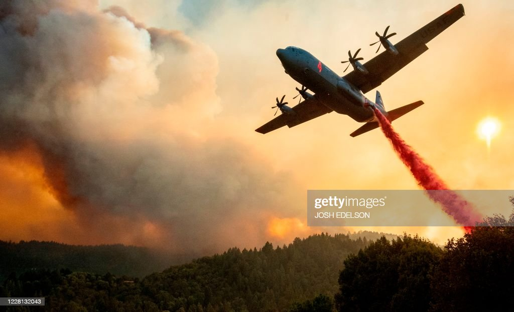 TOPSHOT-US-WILDFIRES-CALIFORNIA-FIRE-ENVIRONMENT-WEATHER : News Photo