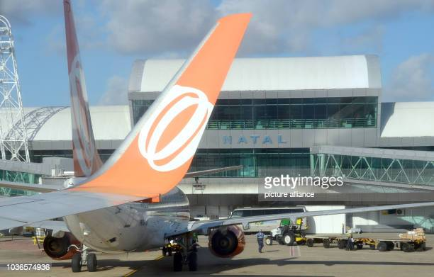 An aircraft of the Brazilian airline GOL parks at the terminal of the airport in Natal, Brazil, 7 December 2013. Photo: Marcus Brandt/dpa | usage...