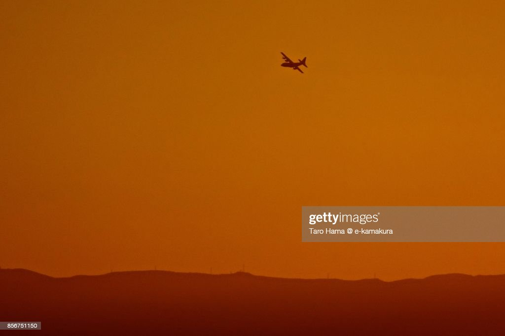 An airplane flying on Izu Peninsula in the sunset : ストックフォト
