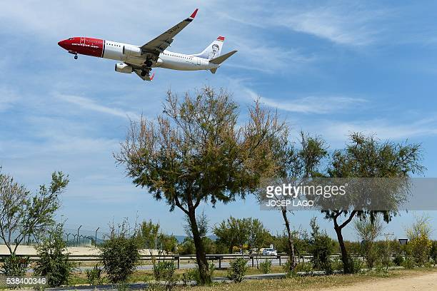 An airplane of the Norwegian airline Norwegian prepares to land to Barcelona's airport on June 6 2016 / AFP / JOSEP LAGO