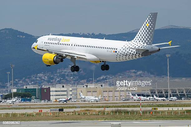 An airplane of the Spanish lowcost airline Vueling lands at Barcelona's airport in El Prat de Llobregat on June 6 2016 / AFP / JOSEP LAGO