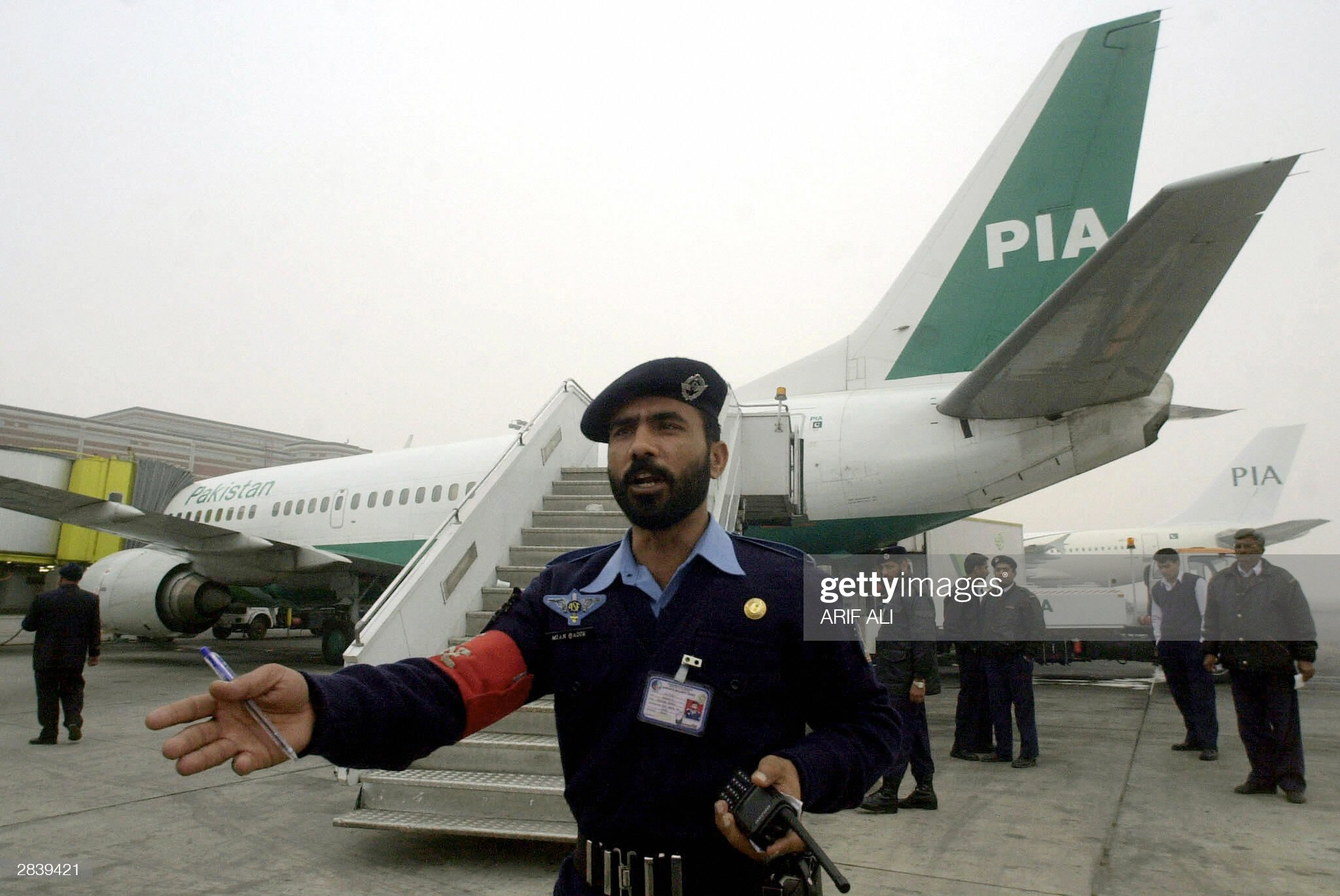 An airport security personnel ask the pr : News Photo