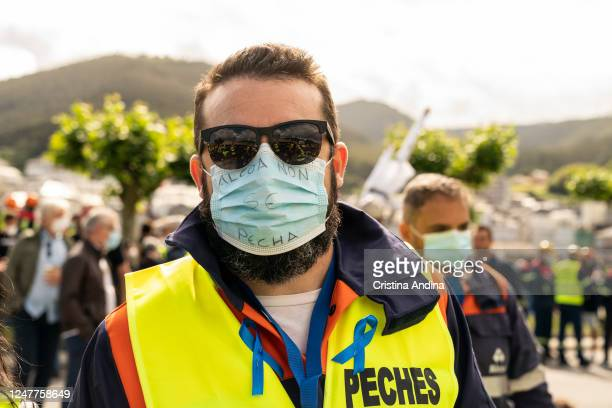 """An Alcoa worker wears a face mask with the slogan in Galician """"Alcoa does not close"""" on June 7, 2020 in Viveiro,Lugo, Spain. Alcoa workers are once..."""