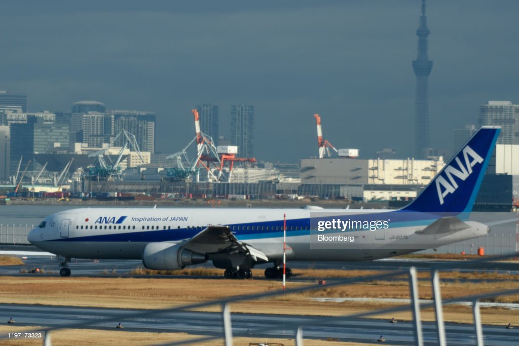 Japanese Evacuate From Wuhan With A Government Charter Flight : ニュース写真