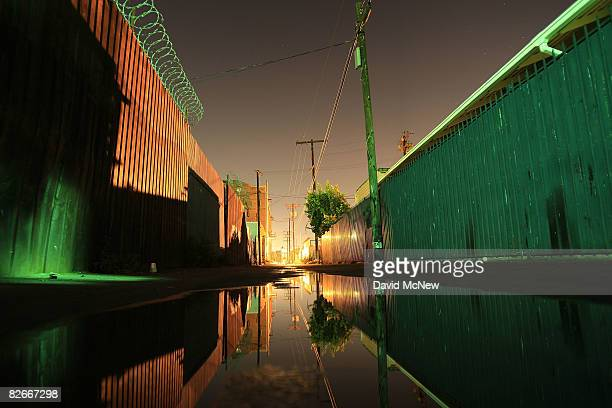An alley runs along Western Avenue an area where an elusive serial killer has been dumping bodies since 1985 September 4 2008 in the South Los...