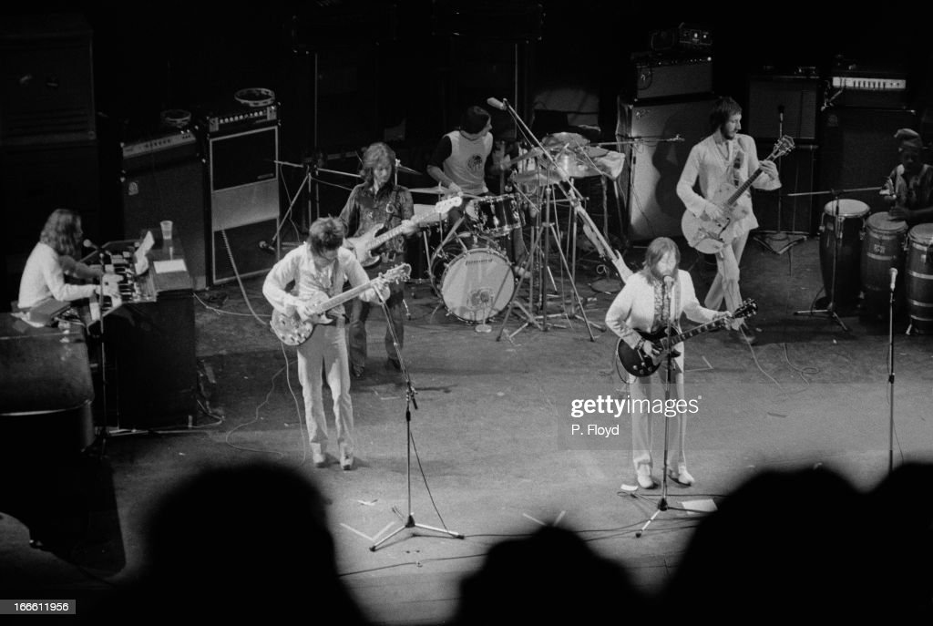 Clapton's Rainbow Concert : News Photo
