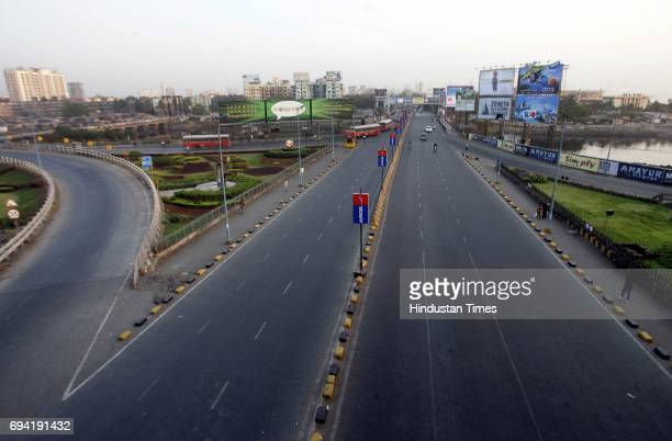 An almost deserted Mahim Causeway on Wednesday evening as most Mumbaiites stayed in to watch India take on Pakistan in the World Cup semifinal