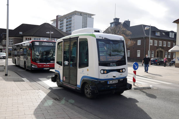 DEU: Autonomous Electric Mini Buses Connecting The City