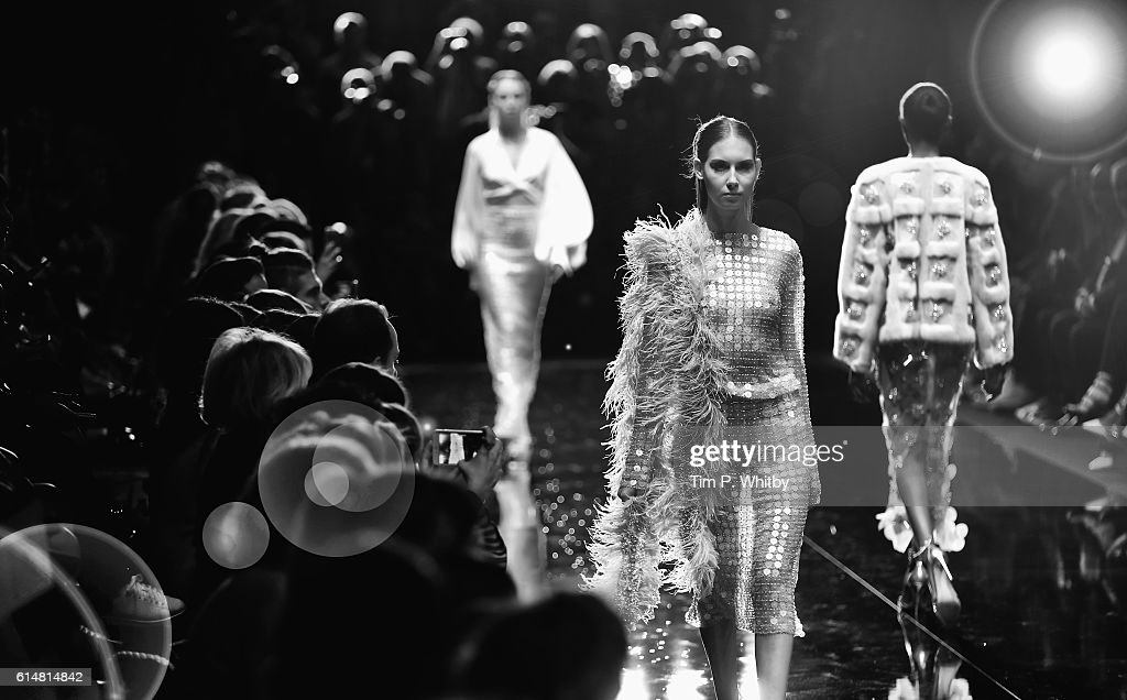 Alternative View - Mercedes-Benz Fashion Week Istanbul - October 2016 : News Photo
