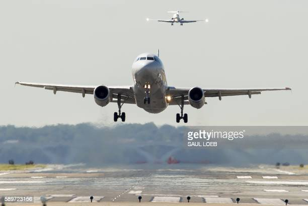 An American Airlines Airbus A319 airplane takes off from Ronald Reagan Washington National Airport in Arlington Virginia August 15 2016 / AFP PHOTO /...