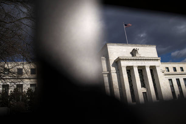 DC: Economists Say Fed To Taper Asset Purchases In 2022 Or Later