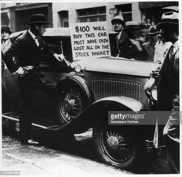 An American is trying to sell his car to recover the money lost in the Stock Exchange crash New York October 1929