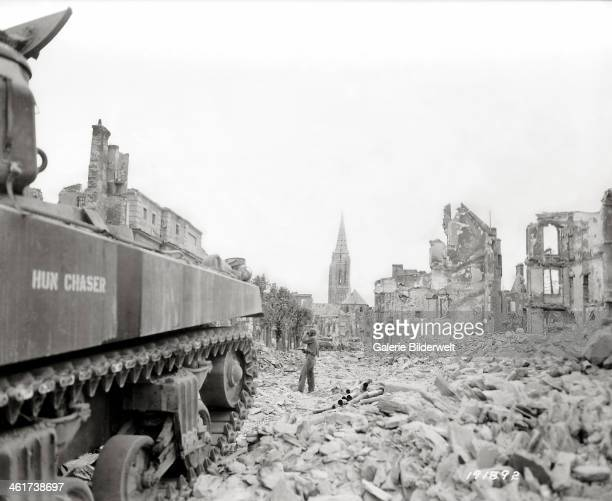 """An American Sherman tank called """"Hun Chaser"""" of the HQ Company of the 747th Tank Battalion of the 29th Infantry Division has stopped at the end of..."""