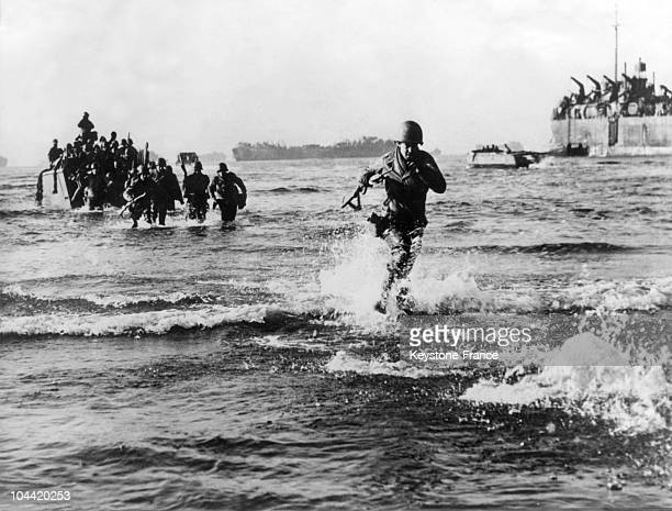 An American Soldier Landing On The Beaches Of Anzio Italy 50Km South Of Rome On January 22 1944 Operation Shingle Found The City Of Anzio Deserted...