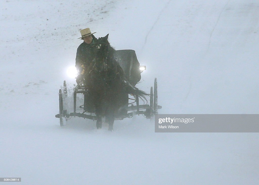 Huge Snow Storm Slams Into Mid Atlantic States : News Photo