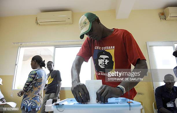 An Angolan wearing a teeshirt with a portrait of Che Guevara casts his ballot on August 31 2012 at a polling station in the outskirts of Luanda The...