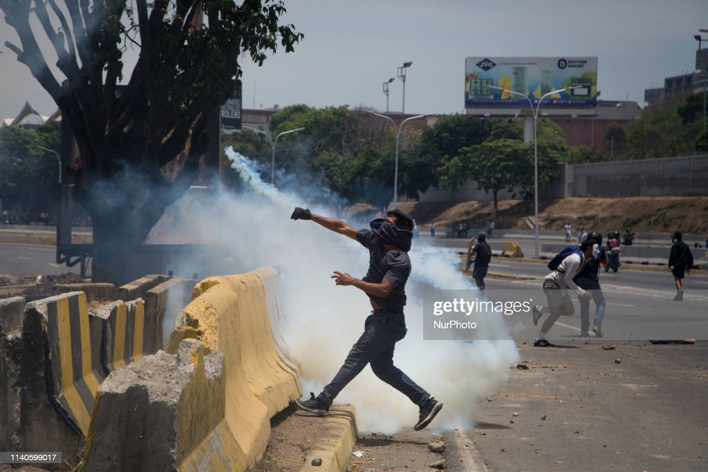 Demonstrations in Caracas : News Photo