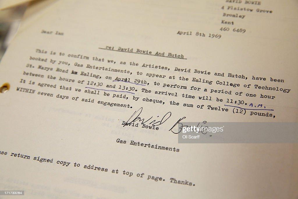 David Bowie Lyrics Up For Auction : News Photo