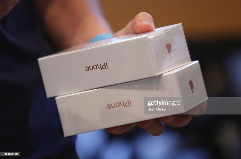Apple Fans Await iPhone 7 : News Photo