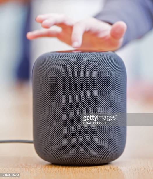 An Apple HomePod speaker rests on display at the company's retail store in San Francisco California February 9 2018 / AFP PHOTO / NOAH BERGER