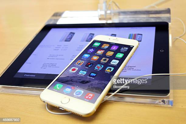 An Apple Inc. IPhone 6 Plus sits on display during the sales launch of the iPhone 6 and iPhone 6 Plus at the company's George Street store in Sydney,...