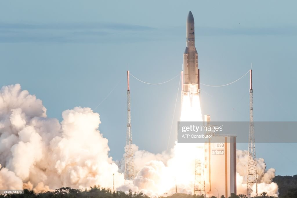 FRANCE-SPACE-GUIANA-ARIANE : News Photo