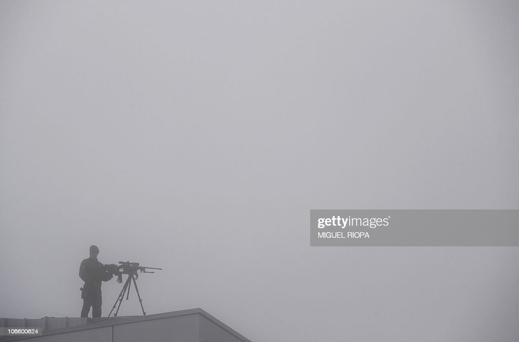 An armed Civil Guard stands on a roof of : News Photo